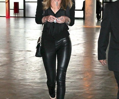 Not only are they relaxing, leather pants provide a comfortable yet fashionable element for traveling.
