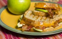 Cheddar, Bacon, Apple Panini (A Delicious Recipe)