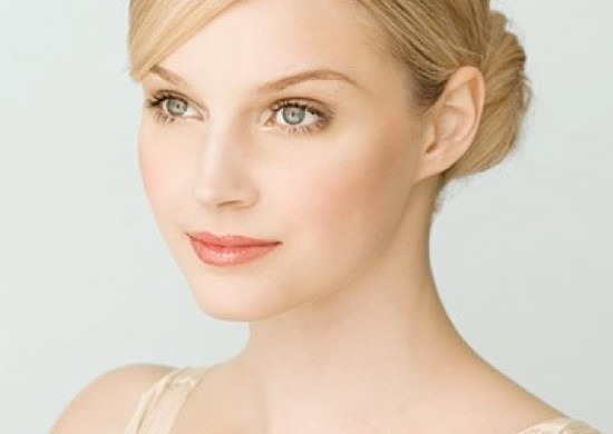 Ideal-Makeup-Tips-For-Fair-Skin-girls-2
