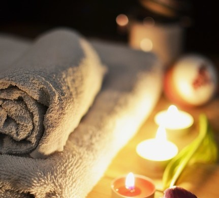 love-romantic-bath-candlelight-large