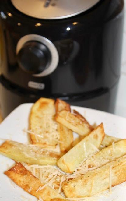 "Alt=""Air Fried Garlic Parmesan Potato Wedges Recipe"""