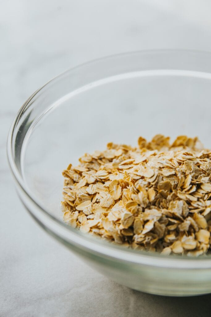 Bowl of oatmeal to treat your sunburn