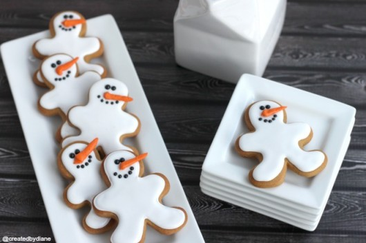 Snowman-Cookies-with-Gingerbread-Cookie-Cutter-@createdbydiane-Frosty-the-Snowman-Cookies.jpg-530x353