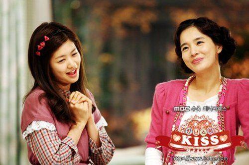 hye-young and han-ni in playful kiss