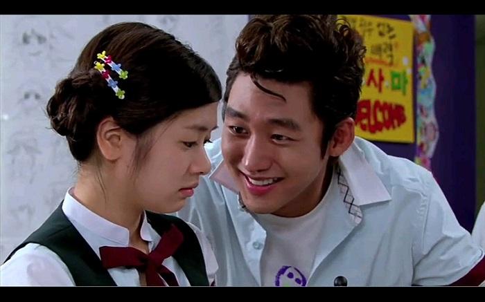 joon-gu talking to han-ni in playful kiss