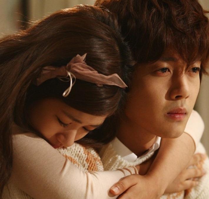 seung-jo and han-ni piggyback ride moment