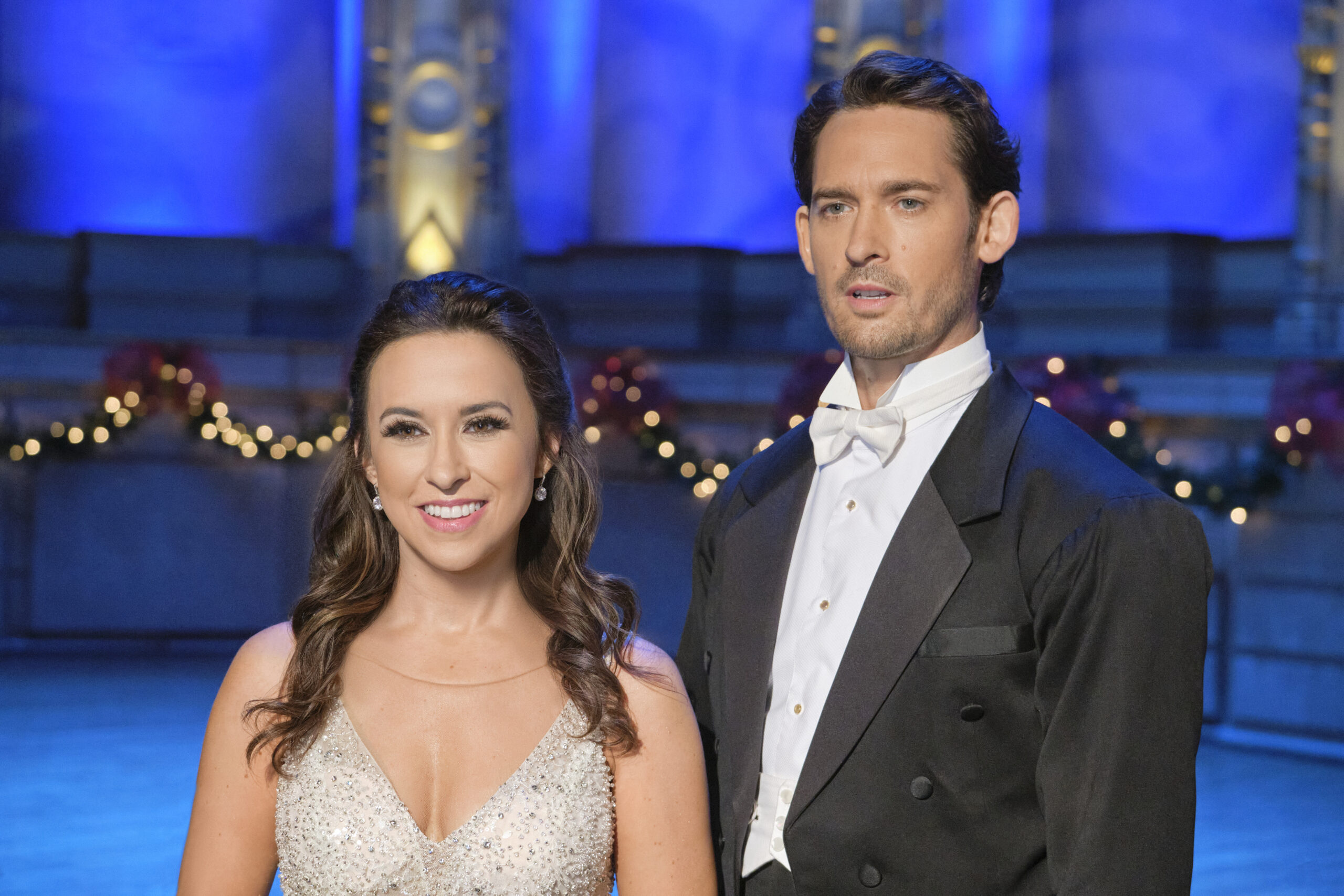 Interview Will Kemp Talks New Hallmark Movie Christmas Waltz With Lacey Chabert Sarah Scoop