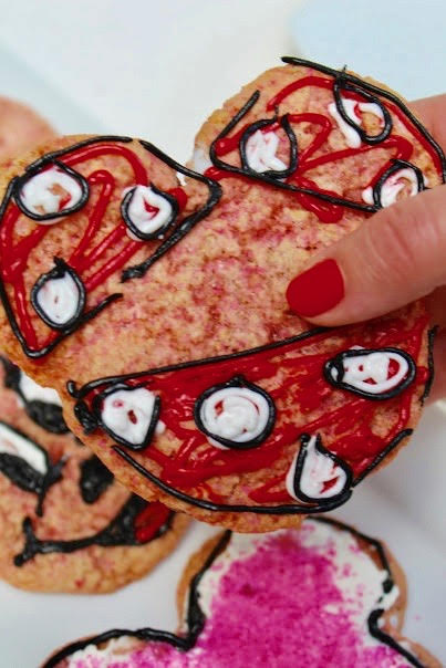 minnie mouse shaped cookies with Minnie's face in icing