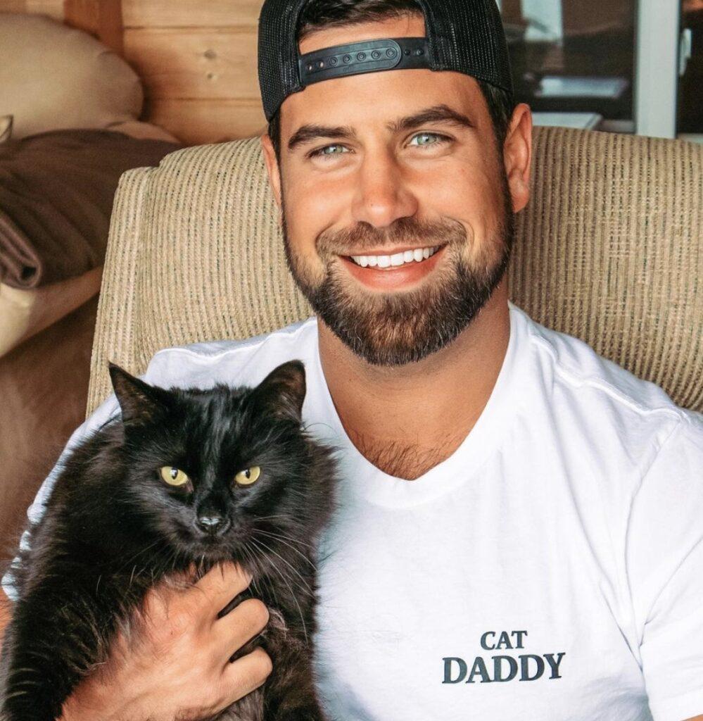 Blake Moynes Instagram photo with his cat; bachelorette season 17 episode 4 recap